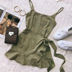 Green Summer Dress ~ Princess Polly Source by madeutsch dress outfits Green Summer Dresses, Cute Summer Outfits, Cute Casual Outfits, Pretty Outfits, Stylish Outfits, Winter Outfits, Casual Summer, Stylish Dresses, Summer Clothes