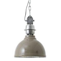 Super stoer, deze eigentijdse hanglamp Clinton! De hanglamp Clinton in de kleur taupe heeft een industrieel uiterlijk en is in verschillende kleuren en varianten te verkrijgen. De lamp Clinton is gemaakt van metaal en heeft een ronde vorm. De diameter van de kap is 35 cm. De unieke kleur van de lamp in combinatie met de ijzeren afwerking geeft de lamp een robuuste uitstraling. Hanglamp Clinton is afkomstig van het merk Light & Living.