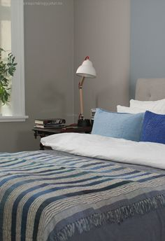 Kalkgrå, linblå, klassisk hvit Comforters, Blanket, Bedroom, Inspiration, Furniture, Home Decor, Colors, Creature Comforts, Room