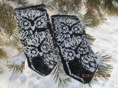 Owl pattern for mittens Double Knitting Patterns, Knitted Mittens Pattern, Crochet Mittens, Knitting Charts, Knitted Gloves, Knitting Socks, Knit Crochet, Knit Socks, Wrist Warmers