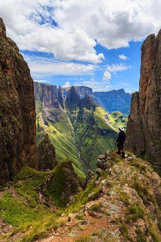 Drakensberg Mountains http://www.n3gateway.com/the-n3-gateway-route/bushmans-river-tourism-association.htm