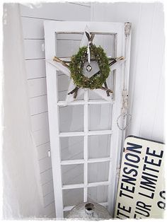 chic-schnack: old door with wood star and wreath. Pretty