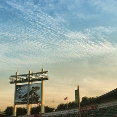 (27 May 2015) Sky above stadium.  오늘 야구를 보러 갔다가 하늘의 구름이 예뻐서 얼른 담아봄. 오늘 폭염이다 해서 구름 한 점도 없을 줄 알았더니 거의 가을 하늘을 뺨칠 정도로 멋있었음.  #landscape #photographylovers #exploring #igdaily #igers #instago #instasize #instaart #instalike #instadaily #instapic #instakorea #instakr #instaphoto #iphonesia #photooftheday #picoftheday #bestoftheday #kr #southkorea #statigram #tweegram #Stardium #seethesky #clouds #LG트윈스 #sheepclouds #무적엘지 #엘팔 #엘스타그램