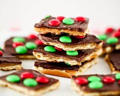 You are going to want to put this Christmas crack toffee on your MUST MAKE list this year. It takes SWEET and SALTY to a whole new level and it only takes 5 ingredients and 15 minutes to make! Christmas Appetizers, Christmas Desserts, Holiday Treats, Christmas Baking, Holiday Recipes, Christmas Recipes, Christmas Candy, Christmas Treats, Christmas Cookies