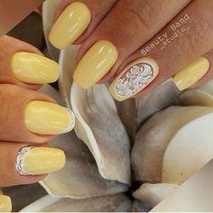 Бледно-желтый маникюр, Желтый дизайн ногтей, Желтый маникюр с рисунком, Летний желтый маникюр, Маникюр в желтых тонах, Маникюр гель лаком с узором, Маникюр на август, Модный желтый маникюр