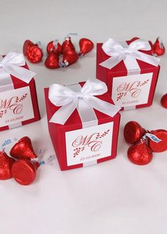 Red Monogram wedding favor gift boxes with satin ribbon bow and names, Elegant personalized bonbonniere for candies or small souvenirs to thank guests. #welcomebox #giftbox #personalizedgifts #weddingfavor #weddingbox #weddingfavorideas #bonbonniere #weddingparty #sweetlove #favorboxes #candybox #elegantwedding #partyfavor #weddingwelcome #redwedding #uniqueweddingfavors #uniqueweddingideas