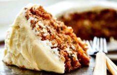 The BEST carrot cake recipe I have ever found! A buttermilk glaze seeps into the warm cake layers making it extra moist. Then a delicious cream cheese frosting is added to bring all the flavors togeth (Vegan Cake Layer) Just Desserts, Delicious Desserts, Yummy Food, Elegant Desserts, Cake Recipes, Dessert Recipes, Savoury Cake, Let Them Eat Cake, The Best