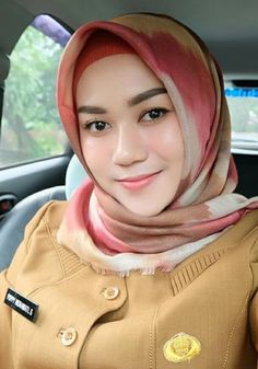 Girl in Hijab Beautiful Muslim Women, Beautiful Girl Image, Beautiful Hijab, Beautiful Asian Girls, Indonesian Women, Dating Older Women, Muslim Beauty, Islamic Girl, Hijab Chic