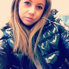 Videos and images of sexy girls wearing puffy and shiny down jackets and coats. Moncler, Nylons, Girls Wear, Women Wear, Down Puffer Coat, Black Down, Elegantes Outfit, Puffy Jacket, Jacket Style