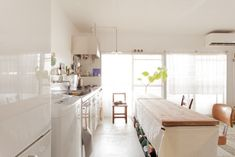 キッチンに馴染んでいる洗濯機を発見!ベランダに干すなら、近いほうが良いですからね!#A様邸練馬 #団地リノベ #シンプルな暮らし #モルタル #ブラインド #日当たり良好 #洗濯機 #EcoDeco #エコデコ #インテリア #リノベーション #renovation #東京 #福岡 #福岡リノベーション #福岡設計事務所 Kitchen Island, Home Decor, Island Kitchen, Decoration Home, Room Decor, Home Interior Design, Home Decoration, Interior Design