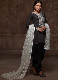 Looking to buy salwar kameez? ✓ Shop the latest dresses from India at Lashkaraa & get a wide range of salwar kameez from party wear to casual salwar suits! Black Punjabi Suit, Punjabi Salwar Suits, Punjabi Dress, Indian Dresses For Women, Indian Outfits, Indian Suits Online, Buy Salwar Kameez Online, Desi Clothes, Indian Designer Wear