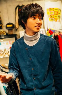 Kento Yamazaki, Shopping in a vintage clothing store, #18, 2015. He's used clothing lover. https://www.youtube.com/watch?v=I-Fw0f23XR0