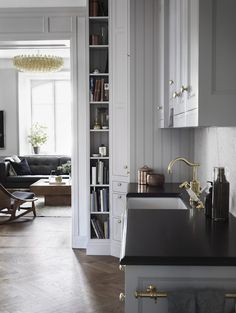 Gresy kitchen with brass in the calm and collected home of Swedish prop & interiors stylist Joanna Lavén. Photos: Marcus Lawett. Elle Decoration Sweden.
