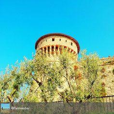 #repost @famveder  #buonpomeriggio con questi bei colori ☀️ . . . Ulivi della Torre... #instabrescia #volgo_brescia #bresciafoto #seiabrescia #ig_brescia #bresciacentrostorico #scoprendobrescia #visitbrescia #bresciarte #city #volgolombardia #volgoitalia #beautiful #movingculturebrescia #turismobrescia #bresciasegreta #brixia_scatti #brick #architecture #medieval #castle #tower #prisoner #sky #landscapes #architectureporn #old