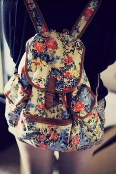Floral backpack- looks like mine! Fashion Bags, Fashion Backpack, Floral Fashion, Diy Fashion, Mini Mochila, Floral Backpack, Small Backpack, Look Boho, Hipster