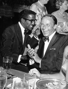 and Frank Sinatra at the premier of Porgy & Bess 1959 Old Hollywood Stars, Vintage Hollywood, Cult Of Personality, Sammy Davis Jr, Vintage Black Glamour, Cotton Club, Jazz Musicians, Dean Martin, Black Is Beautiful