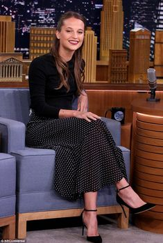 Alicia Vikander Shows Jimmy Fallon How To Play Swedish Drinking Game, Pen In Bottle!: Photo Alicia Vikander keeps it cool and casual as she makes her way out of the Greenwich Hotel on Thursday afternoon (July in New York City. The actress… Alicia Vikander Style, The Danish Girl, Look Fashion, Womens Fashion, Teen Fashion, Lady, Nice Dresses, Summer Dresses, Ex Machina