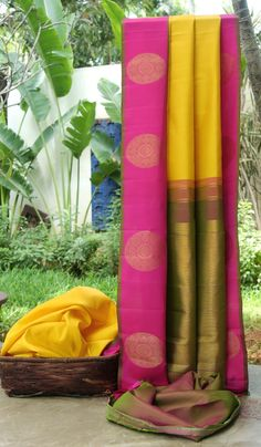 This bright pick is a yellow kanchivaram silk. The border is in fuchsia pink with gold zari bhuttas running across, while the pallu is in moss green with gold zari intricately woven into it giving . South Indian Silk Saree, Latest Indian Saree, Latest Sarees, Indian Bridal Hairstyles, Indian Outfits, Indian Attire, Desi Wear, Ethnic Design, Traditional Sarees