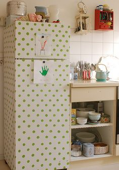 DIY Contact paper on a fridge Ugly Fridge, Retro Fridge, Dorm Fridge, Fridge Decor, Kitchen Decor, Kitchen Colors, Diy Kitchen, Diy Chalkboard Paint, Do It Yourself Baby
