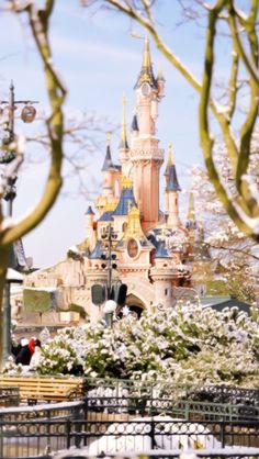 Disney Castles That Have Been Covered in Real Snow- Disneyland Park Paris Disneyland Park Paris, Disneyland Paris Christmas, Disneyland Resort, Disneyland Photos, Disney World Resorts, Walt Disney World, Disney Land, Disney Magic, Disney Worlds