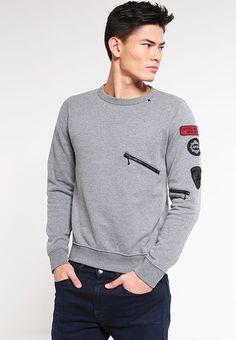 Pedir  Replay Sudadera - melange grey por 95,95 € (2/05/17) en Zalando.es, con gastos de envío gratuitos. Stylish Hoodies, Brooklyn Style, Sports Hoodies, Cut Shirts, Men Looks, Hoodie Jacket, Pattern Fashion, Shirt Designs, Menswear