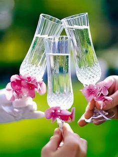 Für jede Hochzeit gilt: Mit zauberhaften Dekorationen, hübschen Geschenken und einer Extraportion Romantik wird sie zum schönsten Fest des Lebens.