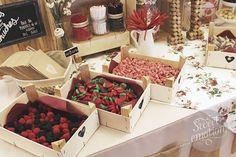 ▷ Candy Bar Para Bodas ⭐⇒ Ideas Para Una Mesa Dulce y Salada Buffet Dessert, Dessert Bars, Candy Table, Candy Buffet, Lolly Buffet, Party Table Decorations, Wedding Decorations, Deco Table Champetre, Bar A Bonbon