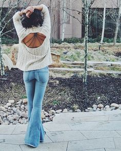 I chose this pin because I am obsessed with flare jeans and open back shirts. Fall Winter Outfits, Autumn Winter Fashion, Winter Style, Looks Style, My Style, Estilo Indie, Looks Jeans, Estilo Jeans, Look Boho
