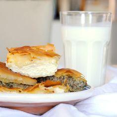 Rumänischer Osterkuchen 'Cozonac' – miss red fox Glass Of Milk, Hamburger, Brunch, Ethnic Recipes, Food, Minced Beef Pie, Soups And Stews, Pot Pies, Essen