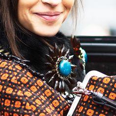 how to wear a brooch like a fashion girl