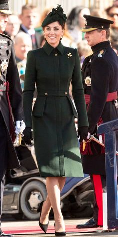 Kate Middleton Stepped Out in a Chic Alexander McQueen Coat Dress for the Irish Guards St Patrick's Day Parade - The Duke And Duchess Of Cambridge Attend The Irish Guards St Patrick's Day Parade Source by - Estilo Kate Middleton, Kate Middleton Outfits, Pippa Middleton, Coatdress, Princesse Kate Middleton, Cambridge Satchel, Herzogin Von Cambridge, St Patricks Day Parade, Parka
