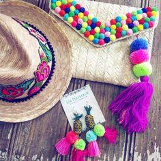 Clutch bags are Diy Clutch, Clutch Purse, Potli Bags, Diy Accessoires, Embroidery Bags, Diy Handbag, Fabric Purses, Boho Bags, Thinking Day