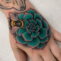 Body Art Tattoos, Hand Tattoos, Sleeve Tattoos, Cool Tattoos, Tatoos, Bee Tattoo, Tattoo You, Peach Tattoo, Boys With Tattoos