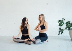 6 Partner Yoga Moves Anyone Can Do juja-active-partner-yoga-flow Yoga Flow, Yoga Meditation, Partner Yoga Poses, Quad Stretch, Crow Pose, Boat Pose, Yoga Moves, Pilates Poses, Chair Yoga