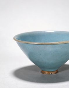 PARAGON International A RARE AND LARGE JUNYAO LAVENDER-BLUE GLAZED TEABOWL, SONG DYNASTY