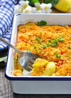 A classic Southern Squash Casserole is the perfect vegetable side dish recipe Zucchini Recipes Yellow Squash Recipes Easy Side Dish Southern Squash Casserole, Yellow Squash Casserole, Yellow Zucchini Recipes, Recipe Zucchini, Side Dishes Easy, Side Dish Recipes, Dinner Recipes, Summer Dishes, Cooking Recipes
