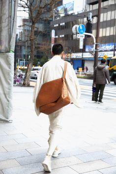 Y. & SONS Yukata, Kimono Fashion, Fashion Bags, Unique Fashion, Mens Fashion, Male Kimono, Nosara, Modern Kimono, Vintage Japanese