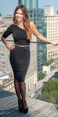 One Shoulder Black Dress Sofia Vergara Outfit Generator, Pantyhosed Legs, Night Outfits, Dinner Outfits, Club Outfits, Divas, In Pantyhose, Beautiful Celebrities, Celebrities Fashion