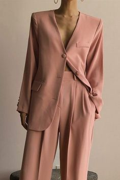 Minimalist and chic outfits ideas Minimal and Chic Outfits Ideas Beautiful minimal pink suit for the spring Minimalist and chic outfits ideas Simple Fall Outfits, Spring Outfits, Trendy Outfits, Fashion Outfits, Fashion Ideas, Girl Outfits, Fashion Tips, Fashion Mode, Look Fashion