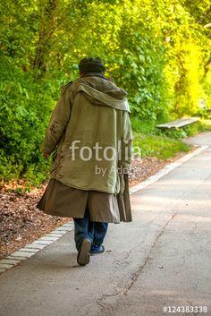 """Laden Sie das lizenzfreie Foto """"Obdachlos"""" von Photocreatief zum günstigen Preis auf Fotolia.com herunter. Stöbern Sie in unserer Bilddatenbank und finden Sie schnell das perfekte Stockfoto für Ihr Marketing-Projekt!"""