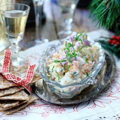 Gubbröra med rökt lax Fish And Seafood, Christmas Traditions, Fresh Rolls, Sweden, Potato Salad, Salmon, Cabbage, Sandwiches, Appetizers