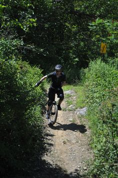 Dude on unicycle in MTB race