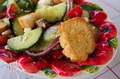 Einfacher Sommersalat mit geröstetem Baguette von @vierasabova