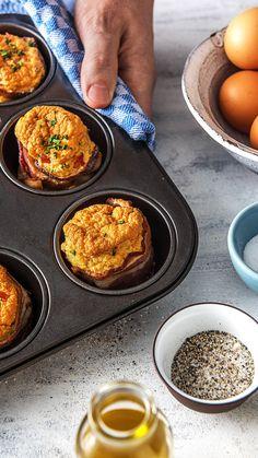 Brunch ist der perfekte Start in den Tag. Brunch / Frühstück / Wochenende / Eierkuchen / Muffins / Bacon / Ei / Pancakes / Kochen / Essen / Ernährung / Lecker / Kochbox / Zutaten / Gesund / Schnell / Abendessen / Mittagessen / Frühling #brunch #frühstück #wochenende #eierkuchen #pancakes #muffins #bacon #ei #hellofreshde #kochen #essen #abendessen #mittagessen #zutaten #diy #richtiglecker #familie #rezept #kochbox #ernährung #lecker #gesund #leicht #schnell #einfach #frühling The Fresh, Muffins, Brunch Recipes, Eat Lunch, Food Dinners, Proper Tasty, Simple, Creme Egg Cake, Oven