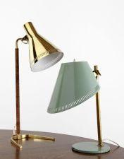 Paavo TYNELL (1890 - 1973) Lampe de table - circa 1950 Base et abat-jour en laiton poli, fût recouvert de cuir Edition Idman