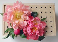 Peg board flower box-good way to arrange centerpieces