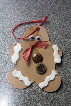 Easy Christmas crafts for kids - gingerbread man Kids Crafts, Easy Christmas Crafts For Toddlers, Winter Crafts For Kids, Preschool Christmas, Toddler Christmas, Christmas Activities, Toddler Crafts, Christmas Projects, Simple Christmas