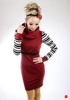 Dieses äußerst adrette Kleid ist ausgezogen, dich anzuziehen! Das elegante Langarmkleid hat einen großen Kragen, der wie eine Kapuze aufgesetzt werden kann. Dabei wird die femin-körpernahe...