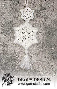 Shooting Star / DROPS Extra 0-1329 - Gehaakte sterren ter decoratie voor Kerst van DROPS Cotton Light en Kid-Silk.