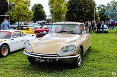 #Citroën #DS à l'expo-bourse d'Ossey les 3 Maisons Reportage complet : http://newsdanciennes.com/2015/09/06/retour-a-lexpo-bourse-dossey-les-trois-maisons/ #Vintage #Classic_cars #Voitures #Anciennes